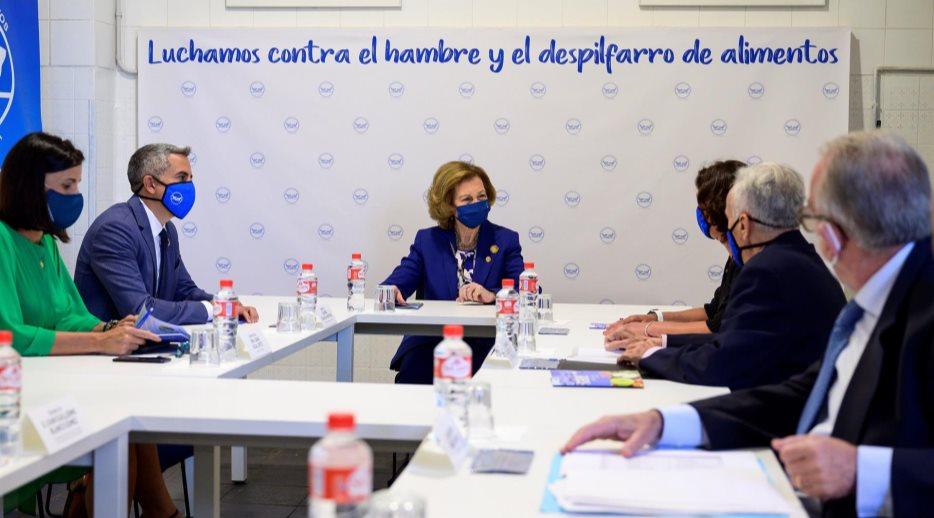 S.M. la Reina Sofía visita el Banco de Alimentos de Cantabria